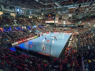 Arena Nürnberger Versicherung: mit über 8.000 Fans ausverkauft / Foto: HJKrieg, Erlangen