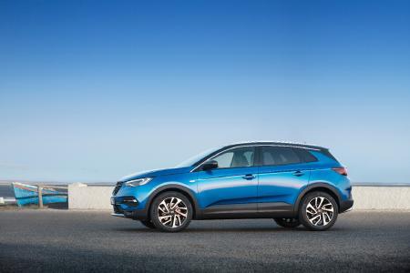 Eyecatcher mit erstklassigem Preis-Leistungs-Verhältnis: Der neue Opel Grandland X ist ab sofort zum Einstiegspreis von 23.700 Euro bestellbar (UPE inkl. MwSt.)