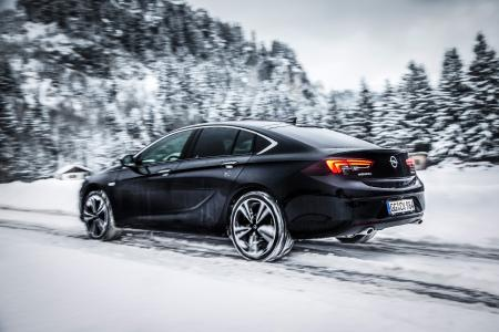Sicher in der Spur: Der intelligente Allradantrieb des Opel Insignia stellt über den gesamten Leistungsbereich eine präzise, individuelle Kraftübertragung an jedes Rad sicher