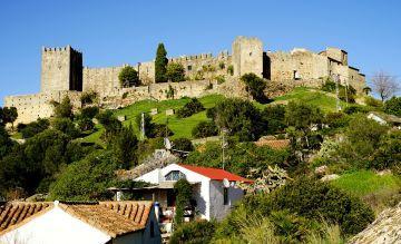 Im Festungsdorf Castillo de Castellar lassen sich die Aktiv-Urlauber von Künstlern inspirieren und greifen selbst zum Pinsel