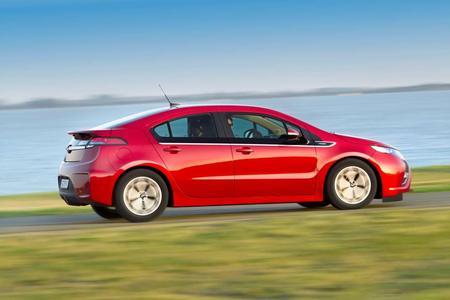 Opel hat bereits knapp 7.000 Bestellungen für sein vielfach ausgezeichnetes Elektrofahrzeug Ampera erhalten. Diese neueste Bestellzahl übertrifft selbst die optimistischsten Erwartungen  des Unternehmens zu diesem Zeitpunkt und zeigt, dass der Opel Ampera die Vorreiterrolle für Elektromobilität übernommen hat