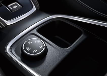 Elektronische Traktionskontrolle: Mit IntelliGrip im neuen Opel Grandland X kann der Fahrer aus fünf Modi – inklusive Schnee und Matsch – wählen, um sicher auf dem jeweiligen Untergrund unterwegs zu sein