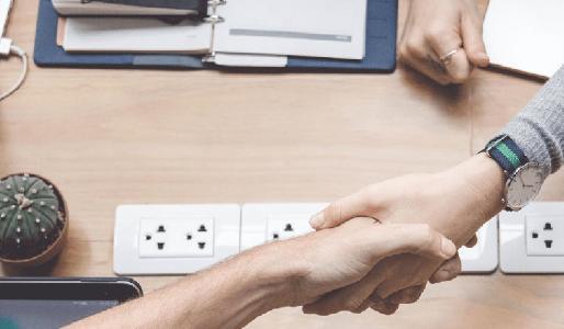Personalgespräche dürfen nicht heimlich aufgezeichnet werden. Verstöße stehen unter Strafe und ziehen oftmals auch eine Kündigung nach sich(Foto: ots/KLUGO GmbH)