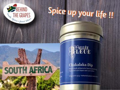 Du willst Südafrika nicht nur im Glas, sondern auch auf dem Teller?  Kein Problem. Neben einem hervorragenden Olivenöl empfehlen wir dir den Chakalaka-Dip von Allée Bleue. In der 130gr-Dose kommt die anregende Gewürzzubereitung in der für Südafrika typischen Mischung zu dir nach Hause. Eine leichte Schärfe und authentische Aromen der südafrikanischen Küche lassen auch deine Speisen glänzen. Perfekt geeignet für die Verfeinerung von Ölen und dem Würzen von Fisch und Fleisch aus der Pfanne oder vo