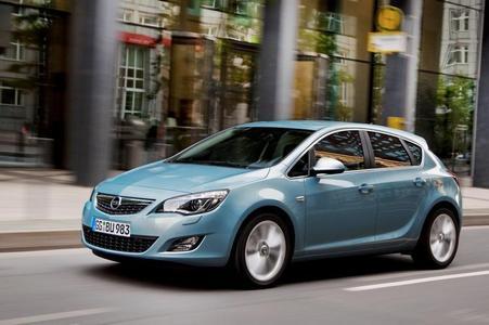 Am ersten Dezember-Wochenende ist die neue Astra-Limousine in den Markt eingeführt worden