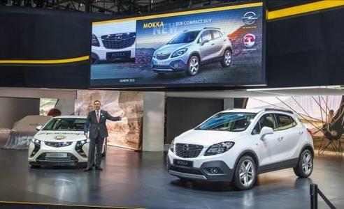 Weltpremiere: Der Opel Mokka ist ein Highlight auf dem Stand des Unternehmens beim Genfer Automobilsalon. Vorstandsvorsitzender Karl-Friedrich Stracke präsentierte das Fahrzeug zur Eröffnungs-Pressekonferenz