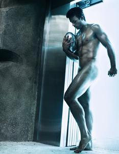 """(Foto: Steven Klein, Copyright: www.stade.fr) Perfekt durchtrainierte Körper haben den Kalender """"Dieux du Stade"""" zu einem Bestseller gemacht"""