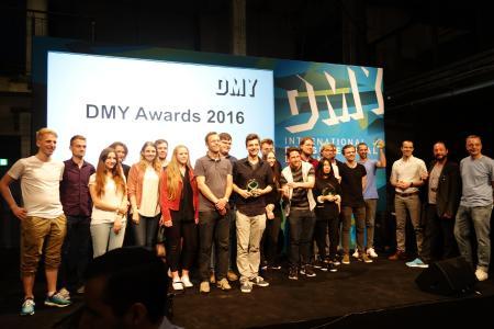 """Studierende des Media & Interaction Designs und des Industrial Designs an der Hochschule Osnabrück erhielten auf der internationalen Designmesse DMY in Berlin den begehrten DMY Award. Die hochkarätige Jury lobte die """"Innovation und Exzellenz"""" ihrer Designarbeiten. (Foto: HS Osnabrück / Marian Dziubiel)"""