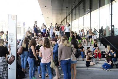Schüler und Studierende zahlen keinen Eintritt beim Ergotherapie-Kongress 2019 in Osnabrück. Die Gelegenheit, sich rund um alles, was künftig den Berufsalltag ausmacht, zu informieren. (© DVE)