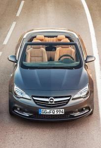 Mit breitem Stand und eleganter Silhouette erobert der Opel Cascada das Segment der Mittelklasse-Cabriolets