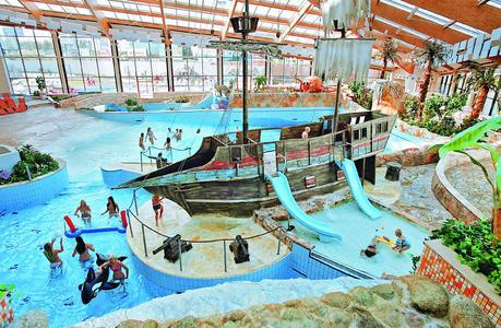 Bei alltours machen Städtereisen der ganzen Familie Spaß. Im Ramada Resort Aquaworld in Budapest wartet nach dem Sightseeing der Wasserpark