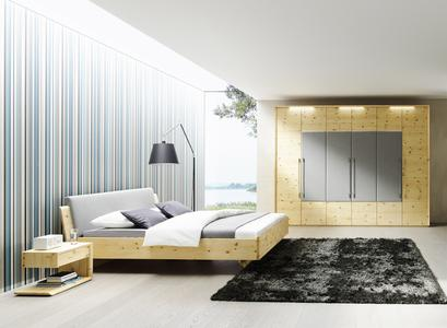 schlafen wie im urlaub zirbenholzbetten bringen alpinen charme und gesunde luft ins. Black Bedroom Furniture Sets. Home Design Ideas