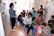 Acht engagierte Lehrerinnen arbeiten im Kinderzentrum im Flüchtlingslager Baadre