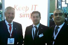 Magued Malek mit den Auris Hotel-Direktoren Pieter Stapel und Zouhaier Obba