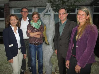 Heike Thiele, Dr. Albert von der Assen, Maren Roling, Michael Löhr und Petra Blumenberg (von links) standen den Studierenden im Brustzentrum Rede und Antwort