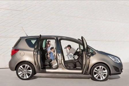 Auf der Auto Mobil International (AMI) vom 10. bis 18. April 2010 in Leipzig wird Opel neben seiner aktuellen Fahrzeugpalette mit dem neuen Meriva (Foto) und dem Ampera zwei Deutschlandpremieren präsentieren.