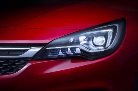 Spitzentechnologien: Der Opel Astra bietet auf Wunsch zahlreiche innovative Features wie das wegweisende intelligente IntelliLux LED® Matrix-Licht