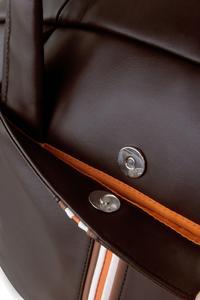 Zwei leicht zugängliche Außentaschen mit Magnetknopf vor ungefugtem Zugriff geschützt