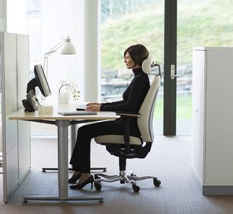das bewegte b ro warum bewegung beim sitzen kein widerspruch ist aktion gesunder r cken agr. Black Bedroom Furniture Sets. Home Design Ideas