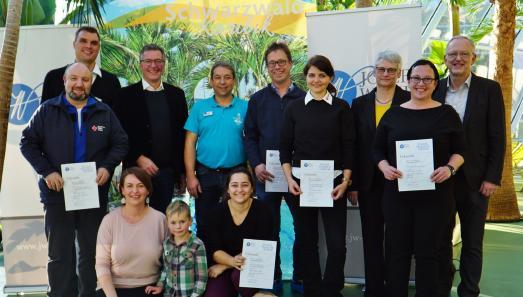 Spendenempfänger und Paten der Wund Wunsch Aktion gemeinsam mit Petra Wund, Christoph Palm und Jochen Brugger