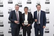 TOP 100-Mentor Ranga Yogeshwar ehrte Dittmeier auf dem 5. Deutschen Mittelstands-Summit (v.l. Oliver Guth, Ranga Yogeshwar, Thomas Dittmeier), Foto: KD Busch / compamedia