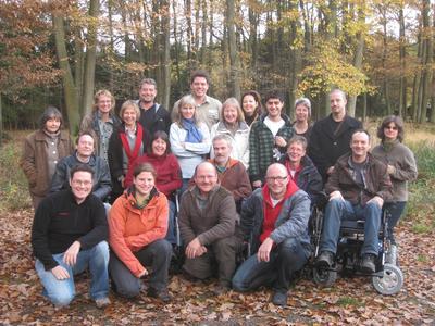 """Rund 20 Waldführer und Partner des Nationalpark Eifel nahmen am Samstag an einer Fortbildung zum Thema """"barrierefreies Naturerleben"""" teil."""