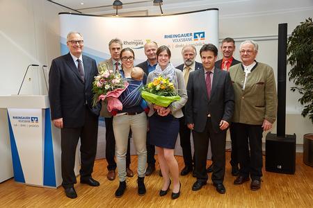 Die Preisträgerinnen des Rheingauer-Volksbank-Preises mit den Laudatoren und Gratulanten © Hochschule Geisenheim / Fotograf Winfried Schönbach