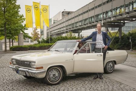 Vorfreude aufs Klassikertreffen: Michael Lohscheller fuhr mit einem 1965er Opel Admiral V8 zu den Opelvillen