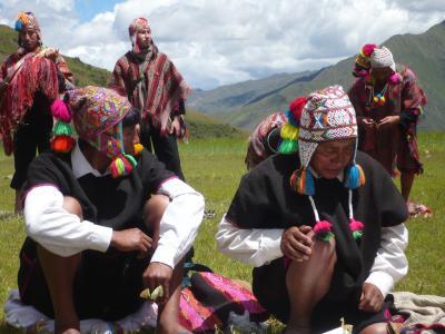 Schamanen legen Coca-Blätter in Cusco, Peru. Copyright: S.Endres.
