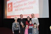 Familie Beck (rechts) und Familie Deja (links) bei der Premiere des Imagefilms der Stadt Bad Langensalza.