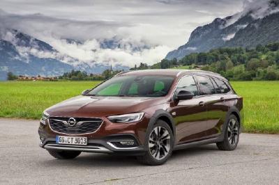 Für den eleganten Auftritt genauso wie für die harte Tour: Der Opel Insignia Country Tourer mit innovativem Allradantrieb samt Torque Vectoring