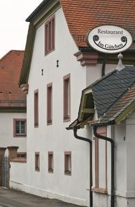 Schon die Gestaltung außen verrät den Sinn von Architekten und Bauherrn für die Liebe zum Detail, Foto: Caparol Farben Lacke Bautenschutz/Martin Duckek