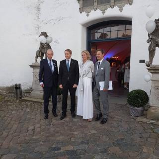 v.l.: Christoph Prinz zu Schleswig-Holstein, Ministerpräsident Daniel Günther, Edith Brasche, Prof. Martin Weigel