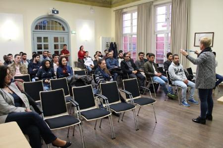 Vizepräsidentin Prof. Dr. Ulrike Tippe stellte das Gesamtangebot der Hochschule vor