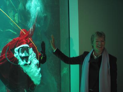 Umweltministerin Dr. Juliane Rumpf trifft tauchenden Nikolaus / Foto: M. Hecker / LKN-SH