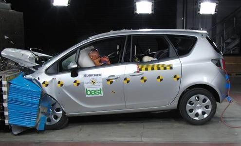 Der Opel Meriva ist nicht nur überaus ergonomisch und flexibel, er ist auch absolut sicher: Mit fünf Sternen setzt das jüngste Opel-Modell nach Astra und Insignia die Erfolgsserie beim Euro NCAP-Test fort