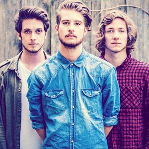 v. links n. rechts: Florian Meindl (Drums), Dominic Muhrer (Vocals, Guitar), Markus Christ (Bass)