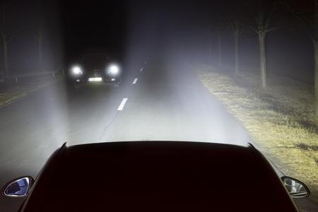 Mit Sicherheit blendfrei: Das LED-Matrix-Licht von Opel deaktiviert gezielt einzelne LEDs, um den Gegenverkehr nicht zu blenden. Das Umfeld bleibt hell erleuchtet