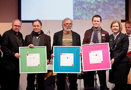Der Jury-Vorsitzende Günter Knappe mit den Gewinnern des Innovationspreises 2012 Stefan Brandhorst (Living Garden), Prof. Richard Meier (Green Building) und Patrick Wettstein (Art of Living) sowie KMK-Geschäftsführerin Britta Wirtz