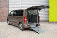 "Opel Zafira-e Life as Wheelchair-Accessible ""Lounge on Wheels"""