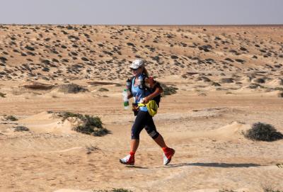 Einmal rund um die Welt: Ultraläuferin Brigid Wefelnberg läuft für die Zeltschule