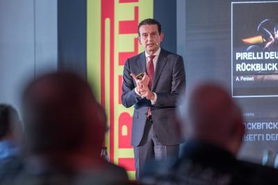 Die Teilnehmer der Pirelli Key Point Jahrestagung 2018 wurden von Andreas Penkert (r.), Geschäftsführer Vertrieb und Marketing Pirelli Deutschland, über die Retail-Strategie des Herstellers informiert