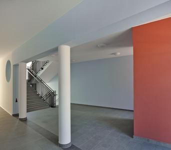 Sämtliche Treppenhäuser und Flure wurde mit Capaver Glasgewebe ausgestattet und in harmonisch aufeinander abgestimmten Pastelltönen gestaltet, Foto: Caparol Farben Lacke Bautenschutz/Martin Duckek