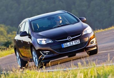 IntelliLink-Infotainment-System mit Bluetooth-Audiostreaming, 1,6-Liter-Flüsterdiesel der neuen Motorengeneration, LED-Tagfahrlicht – der Opel Astra kommt zum neuen Modelljahr mit zahlreichen innovativen Features und einem unschlagbaren Preis-Leistungs-Verhältnis. Der Astra-Fünftürer rollt als 85 kW/115 PS starker Benziner bereits für äußerst attra