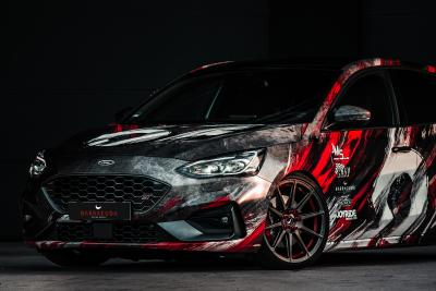 Ford Focus ST with spectacular wrapping on Barracuda Ultralight Project 2.0