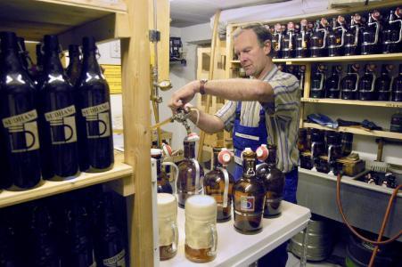 Für eine Zoiglbrauerei ist auch im kleinsten Wirtshauskeller Platz. In der nördlichen Oberpfalz nutzen viele Wirte das verbriefte Recht, eigenes Bier zu brauen. Foto: obx-news