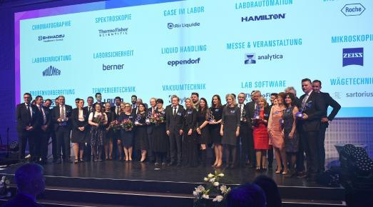 """Die Gewinner der """"Meilenstein-Awards in Labor + Analytik"""" 2017 / Foto: Andreas Burkhardt"""