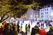 Eislaufen in der Adventszauber-Eisarena
