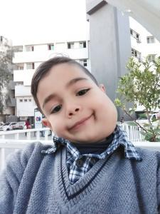 Der kleine Tayyem hat einen erstellenden Gesichtstumor