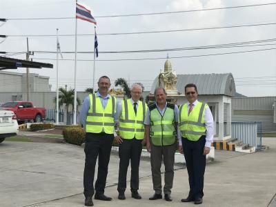 Eigentumsübergabe in Rayong: v.l. David Nicols (Huf Thailand), Helmut Janus (Huf Hülsbeck & Fürst), Steve Haritos (MHG Group) und Johann Palluch (Huf Hülsbeck & Fürst).
